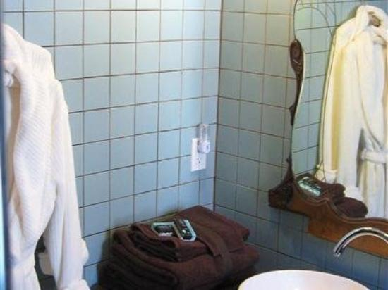 Plum Grove Inn: Guest Room Bath
