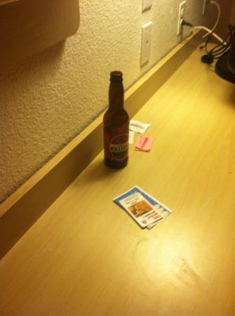 Motel 6 Flagstaff West-Woodland Village: beer bottle