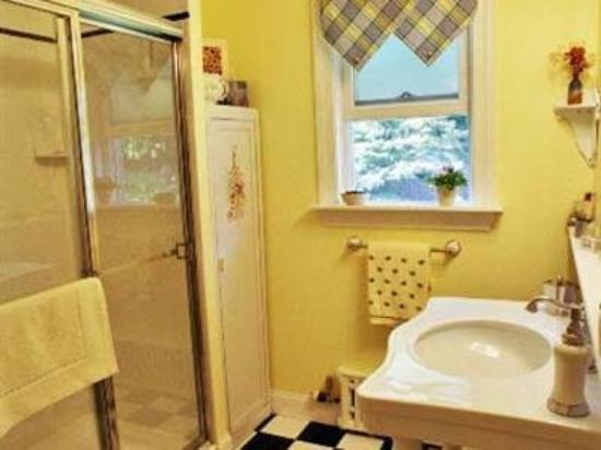 Haverstraw, NY: Bathroom