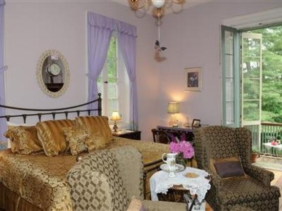 1847 Blake House Inn Bed & Breakfast: Guest Room -OpenTravel Alliance - Guest Room-