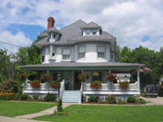 Pine Bush House Bed & Breakfast: Exterior