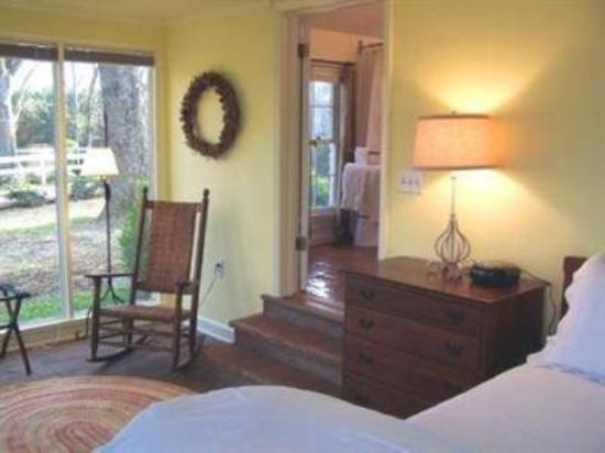 The Inn at Bingham School: Guest Room -OpenTravel Alliance - Guest Room-