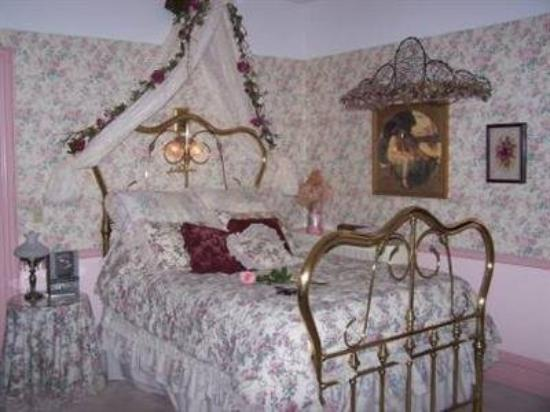 Bellinger Rose B&B: Guest Room