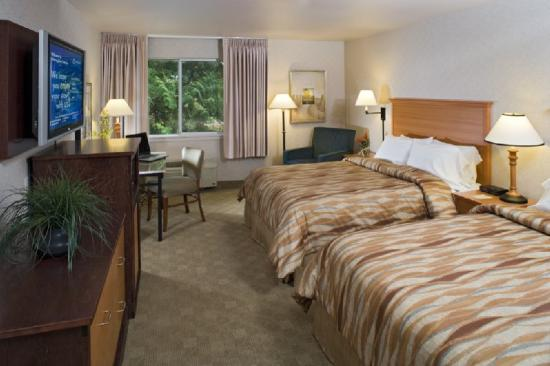 Silver Cloud Inn Bellevue: Double Queen room