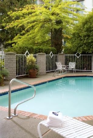 Silver Cloud Inn Bellevue: Pool view