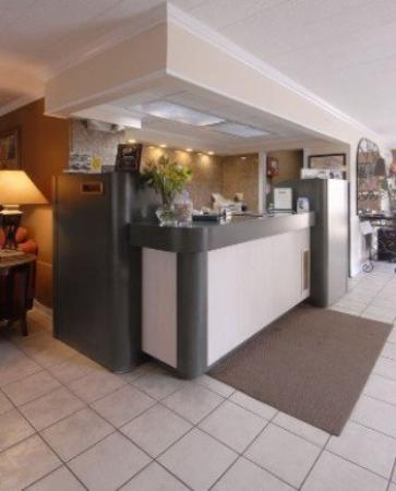 Herkimer Motel &amp; Suites: Lobby