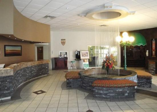 Quality Inn &amp; Convention Centre: Lobby