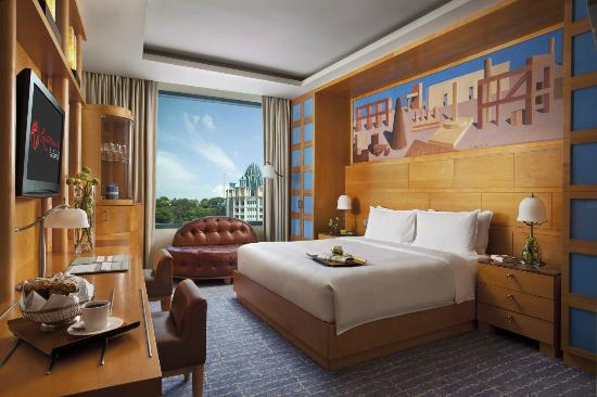 Resorts World Sentosa - Hotel Michael: Deluxe King Room