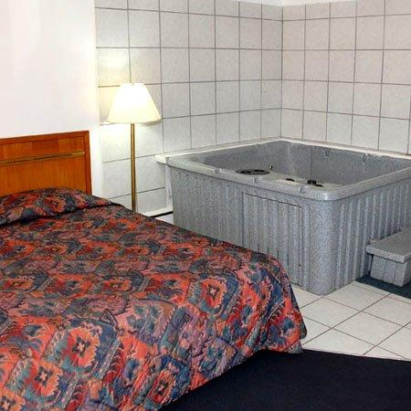 MIBay Motel Bay City Bed Jacuzzi