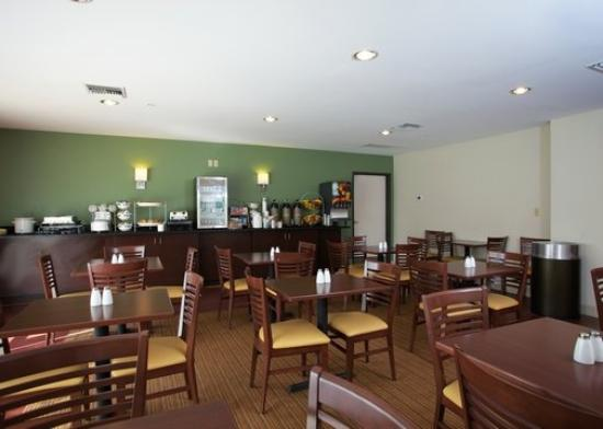 Sleep Inn & Suites Evergreen: Breakfast Area