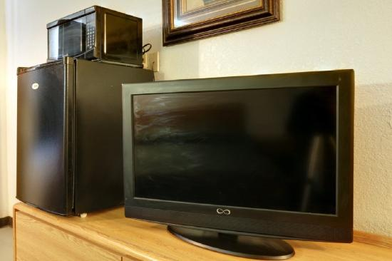 Americas Best Value Inn Lordsburg: TV/Fridge