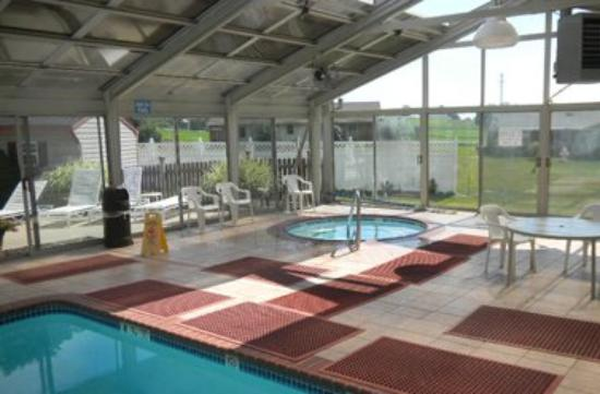 Country Inn of Lancaster: Pool