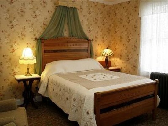 Albert Stevens Inn: Cousin Christopher room