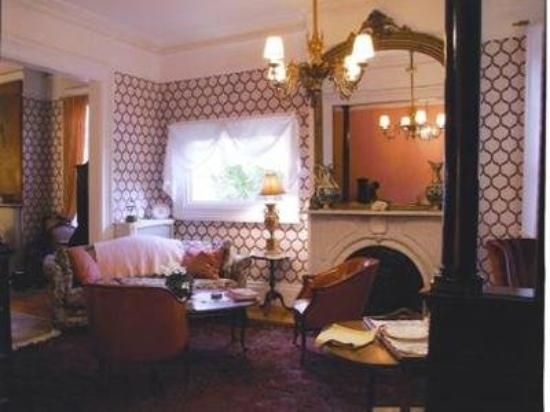 Victorian Bed & Breakfast of Staten Island: Other Hotel Services/Amenities