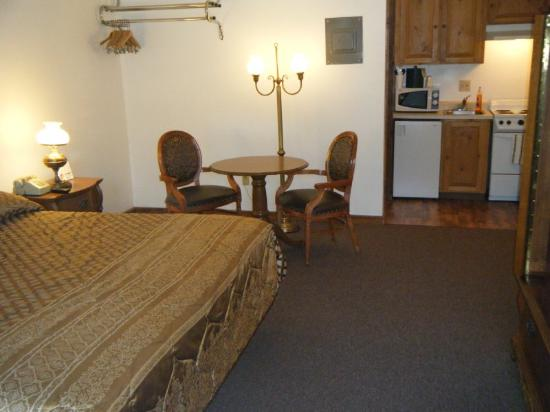 Cache Creek Motel: Cache Creek King Room