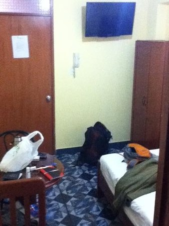 Hotel Residencial JH: double room s/ 75, July 2012