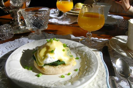 Elmwood Heritage Inn: Eggs Benedict