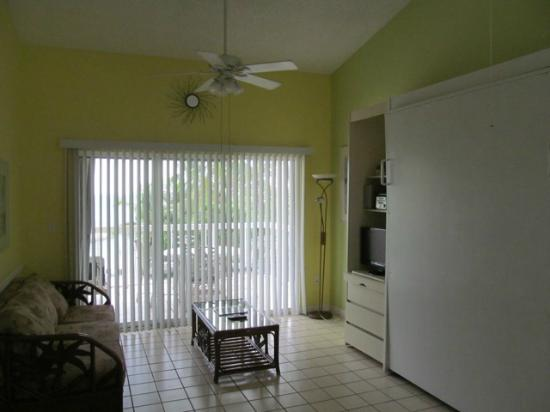 Bayside Inn Key Largo: The suite includes a living, dining and kitchen area that are wonderful