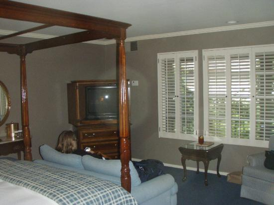 Petersen Village Inn: Nicely furnished room
