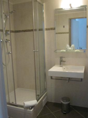 Hotel Little Regina: Good water pressure and hot water - also, free soap and other toiletries