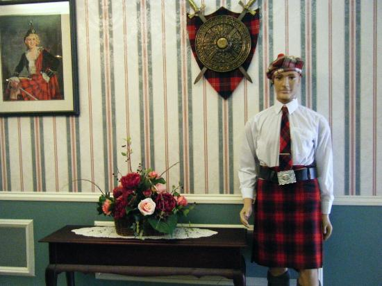 Claymore Inn: Lobby Mascot -