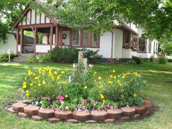 Historic Midland St. Bed and Breakfast: Summer time at the B and B