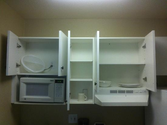 Extended Stay America - Pleasanton - Chabot Dr.: Not enough dishes for two people