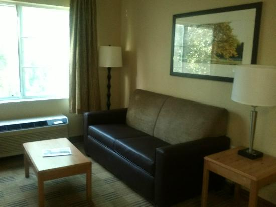 Extended Stay America - Pleasanton - Chabot Dr.: Looks like grandma&#39;s old furniture in your first apartment...