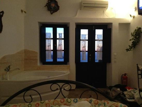 Ilioperato Traditional Apartments: The view from the bed