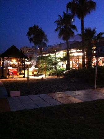 El Tiburon Hotel: la carihuela beach at night
