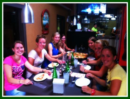 Airport Hotel Rio Segundo: Group of girls from Holland who visited Pizzeria Italiana @ Hotel Rio Segundo, thanks 4 choosing