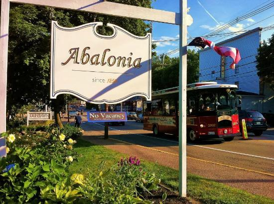 Abalonia Inn: Fabulous location where you can walk to everything