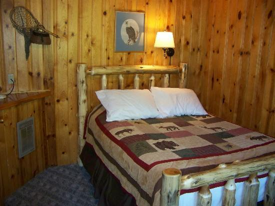 Summit Lake Lodge: The room