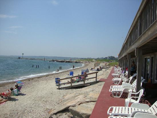 Tides Motel of Falmouth: Oceanside Patio