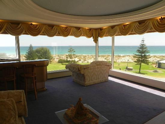 Beach Manor Bed and Breakfast Perth: Sweeping ocean views from lounge