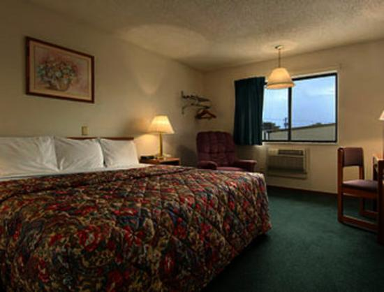 Super 8 Norfolk: Standard King Bed Room