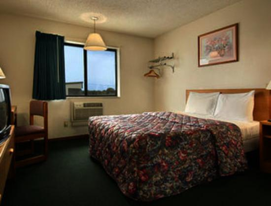 Super 8 Norfolk: Standard Queen Bed Room