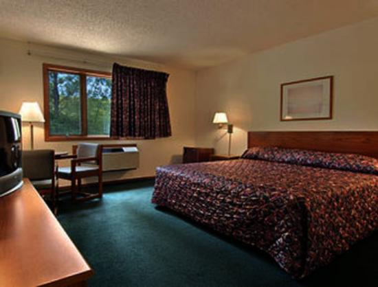 Super 8 Sturgeon Bay: Standard King Bed Room