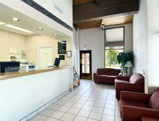 Super 8 Riviera Beach/West Palm Beach: Lobby