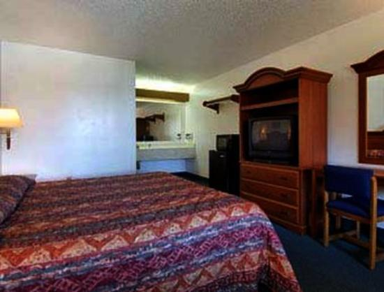 Super 8 Riviera Beach/West Palm Beach: Standard Two King Bed Room