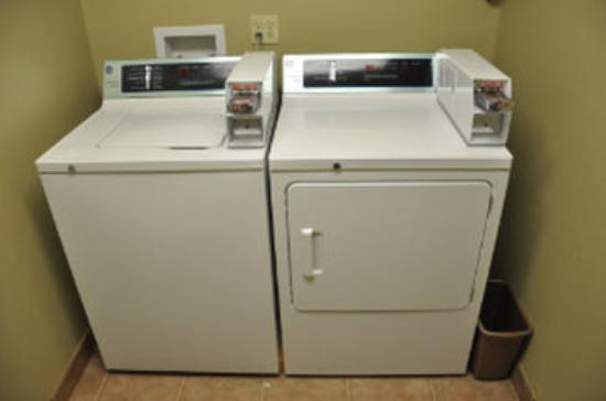 Super 8 Amarillo/Central: Guest Laundry