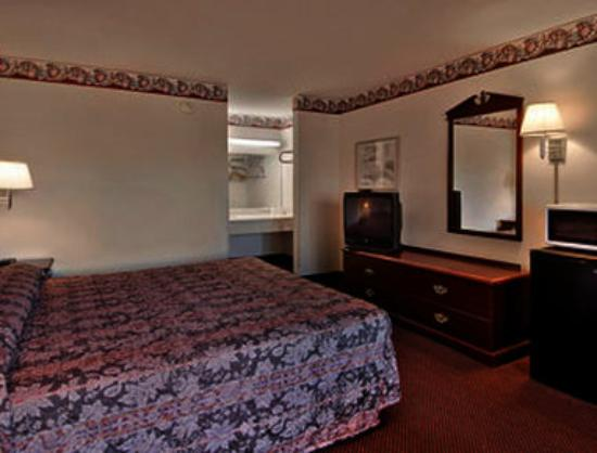 Super 8 Darien: Standard King Bed Room