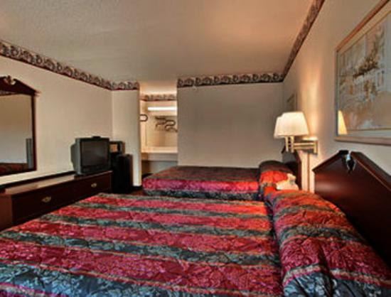 Super 8 Darien: Standard Two Double Bed Room
