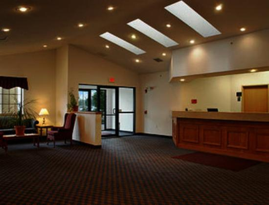 Super 8 Highland: Lobby