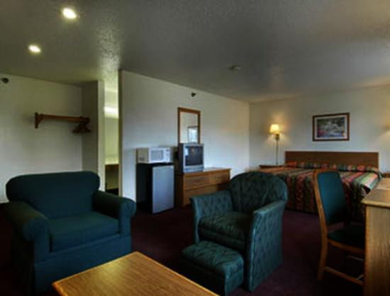Super 8 Martinsburg: Suite