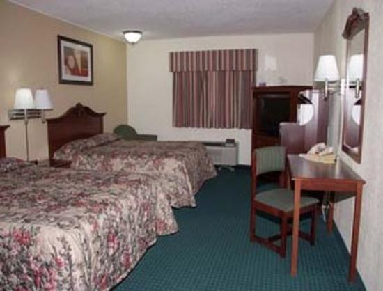 Super 8: Two Bed Guest Room