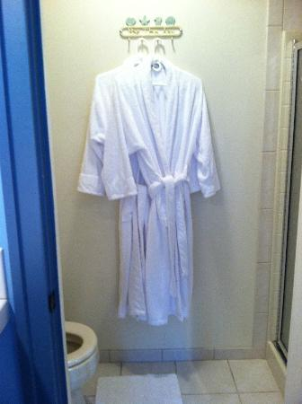 Country Cottage of Langley: Thick, plush robes