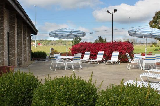 BEST WESTERN Richland Inn-Mansfield: Patio