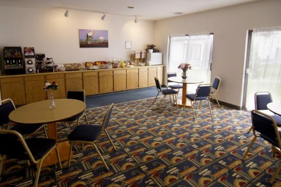 Americas Best Value Inn - Fort Atkinson: Breakfast Area
