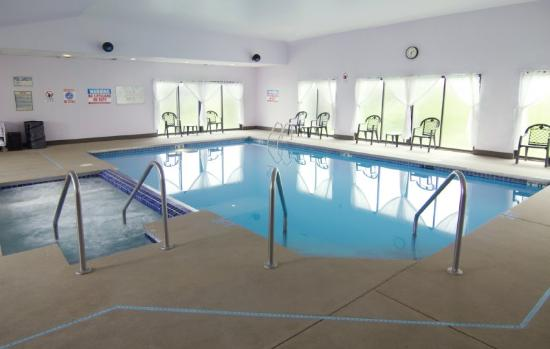 Americas Best Value Inn - Fort Atkinson: Pool